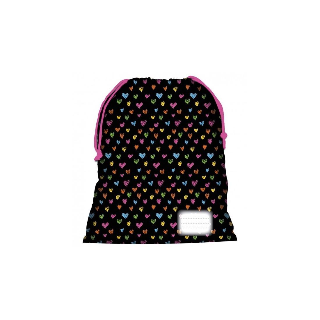 2b9f24882a3dc Worek na WF w serduszka, świetny na buty sportowe - design dla dziewczynki.  Dobierz go do kompletu z plecakiem i piórnikiem.